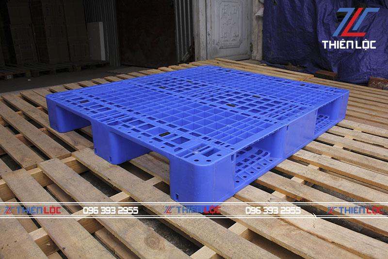 Pallet nhựa 3 chân suốt 1200x1000x150