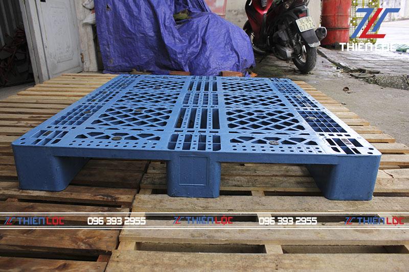 Pallet nhựa Hàn 3 Chân Suốt 1300x1100x150